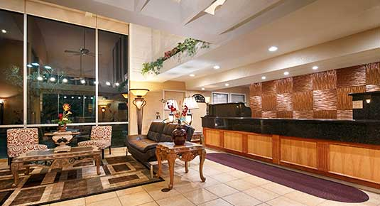 Front desk lobby with sitting area - Welcome to our Benicia CA hotel